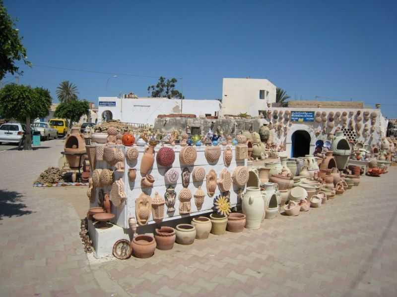 Достопримечательности Туниса остров Джерба. город Гуэллала, гончарные мастерские
